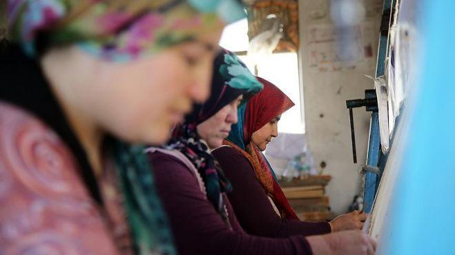 Manisada kadınların dokuduğu halılar 30 ülkeye gönderiliyor-2