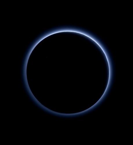 Plüton, tekrar gezegen olarak kabul edilebilir